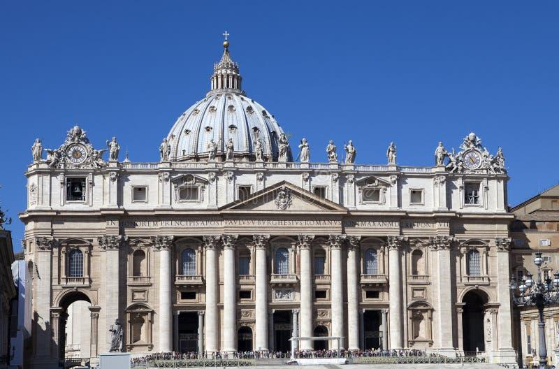 vatican peter s för liggande för dag för områdesdomkyrkastad st soliga vatican royaltyfria foton