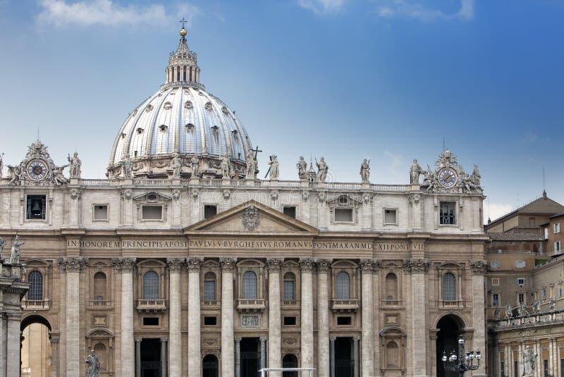 vatican peter s för liggande för dag för områdesdomkyrkastad st soliga vatican arkivfoton