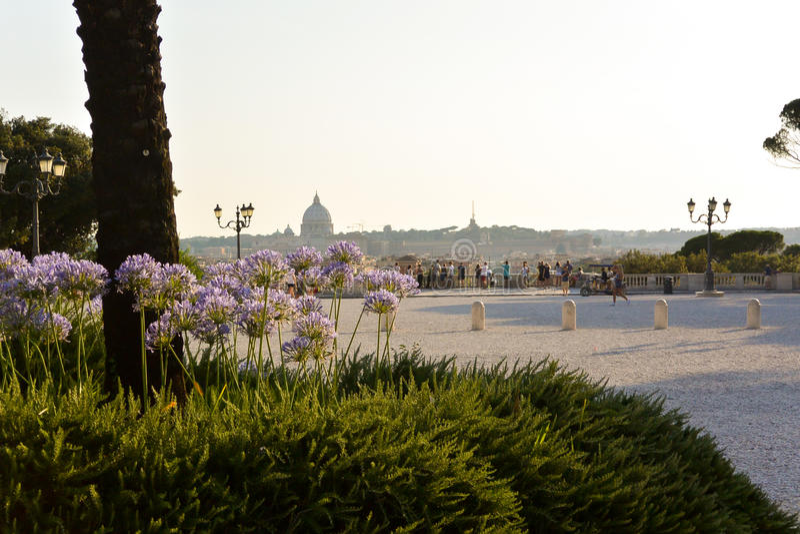 Vaticanen från villaBorghese parc arkivbilder