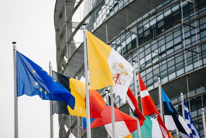 Vaticanen och alla flaggor för europeiska länder royaltyfri fotografi