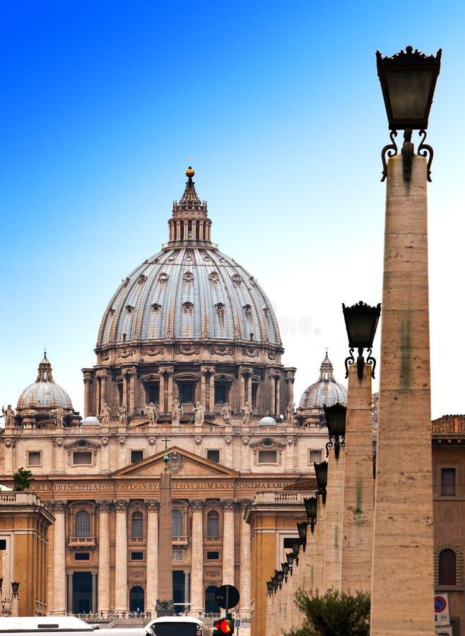 Vaticanen. Området för Sts Peter Cathedral.Cityscape i en solig dag fotografering för bildbyråer