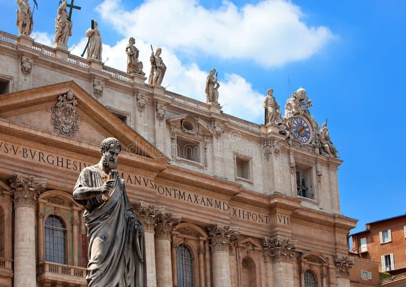 Vaticanen. Området för Sts Peter domkyrka i solig dag arkivfoton