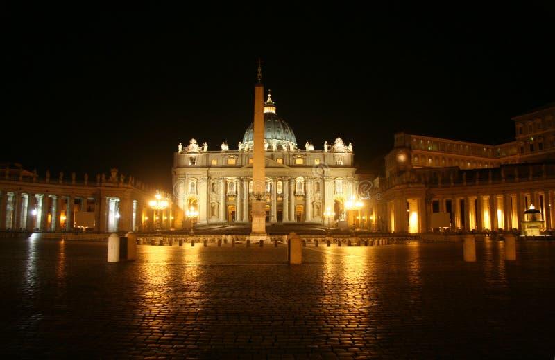 Vaticanen på natten arkivfoton
