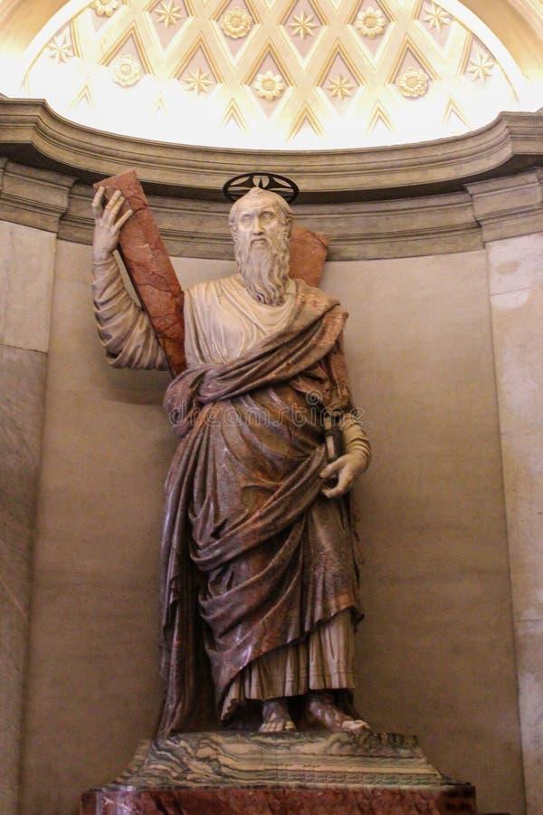 VATICANEN - SEPTEMBER 25: Inre av helgonet Peters Basilica royaltyfri bild