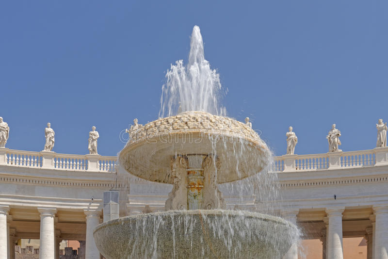 Vaticanenspringbrunn arkivfoto