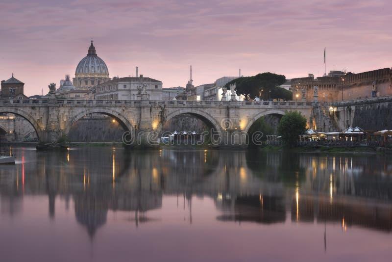 VaticanenSts Peter basilika av Vaticanet City arkivbild