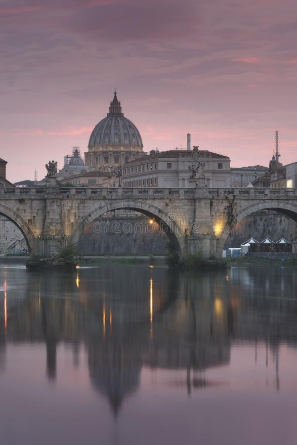 VaticanenSts Peter basilika av Vaticanet City fotografering för bildbyråer