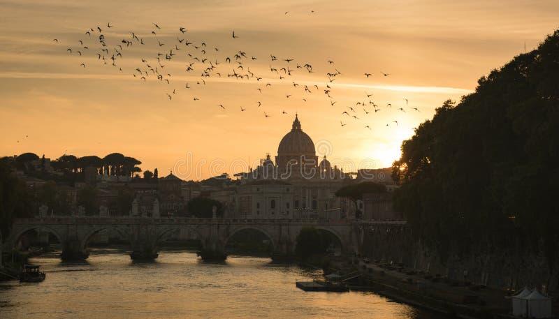 VaticanenSts Peter basilika av Vaticanet City arkivbilder