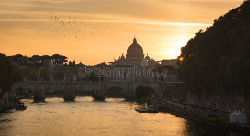 VaticanenSts Peter basilika av Vaticanet City royaltyfri foto