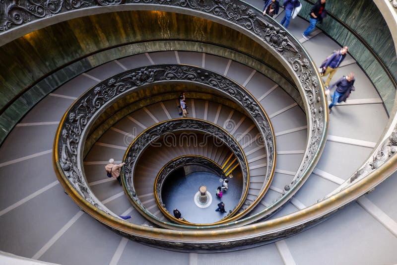 VATICANO - 20 DE MARÇO: Escadas espirais dos museus do Vaticano no Va fotografia de stock royalty free