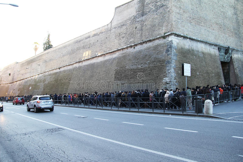 Download Vaticans博物馆词条 编辑类库存图片. 图片 包括有 状态, 外面, 线路, 罗马, 人们, 人群 - 72353144
