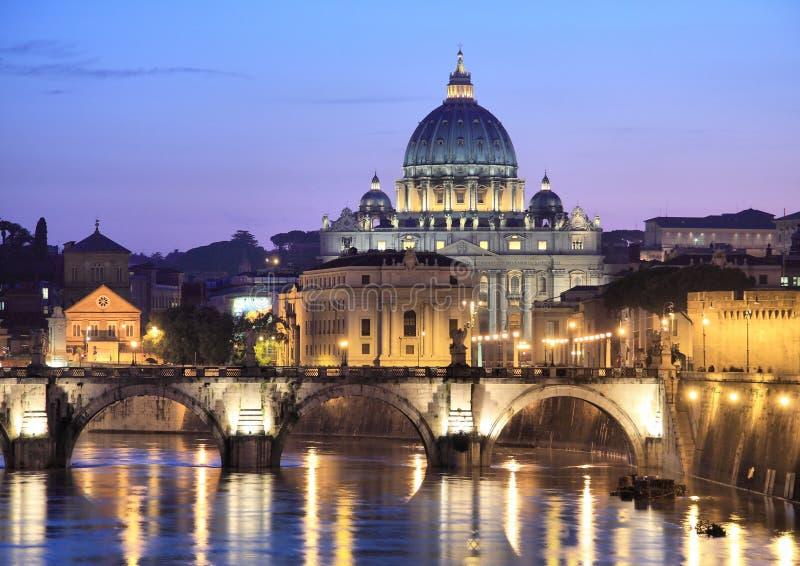 Vatikaan bij Nacht royalty-vrije stock afbeeldingen