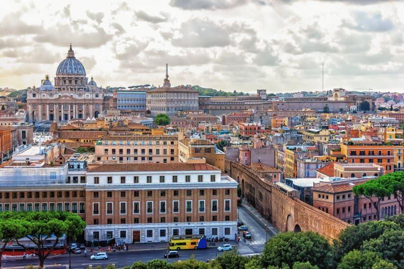 Vatikanstadt- und St Peter Kathedralenansicht, Rom, Italien stockfotografie