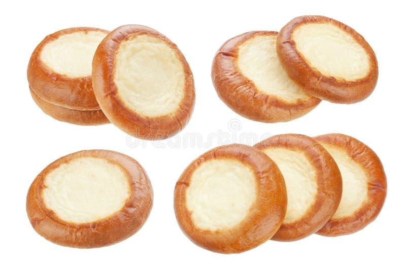 Vatrushka aisló en el fondo blanco, el pastel de queso ruso o el bollo de la crema agria imagen de archivo libre de regalías
