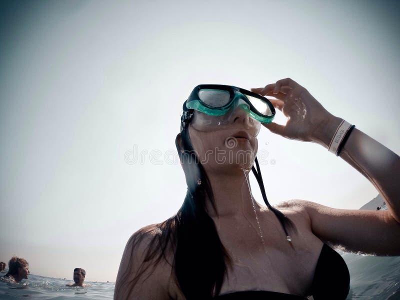 Vatten för dykning för flicka för tur för sommarkalkonlopp royaltyfria foton
