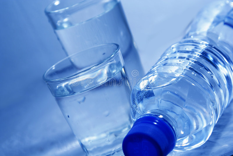 vatten för flaskexponeringsglas royaltyfri bild