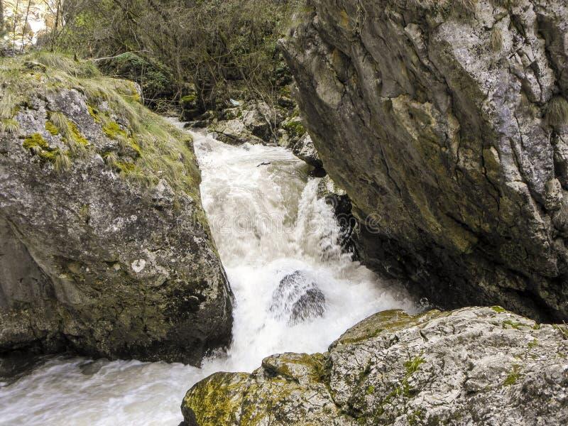 Vatten finner alltid dess väg arkivfoto