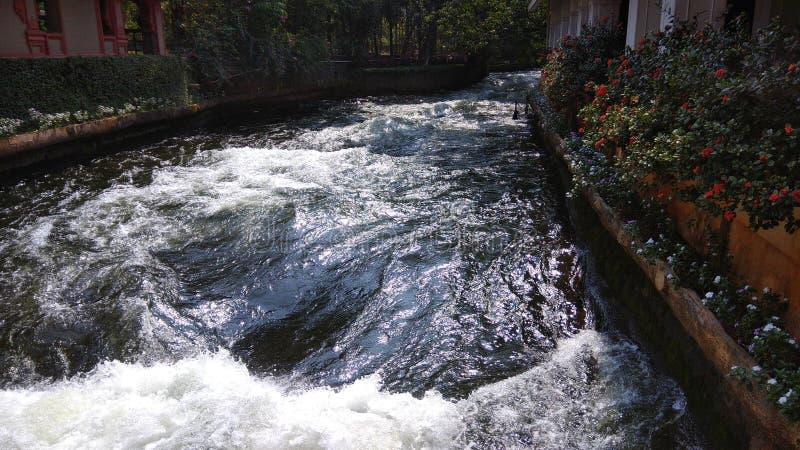 Vatten i hög hastighet arkivfoton