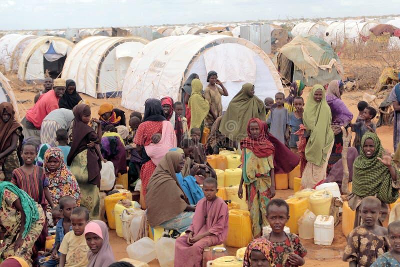 Vatten, medan vänta afrikaner arkivfoton