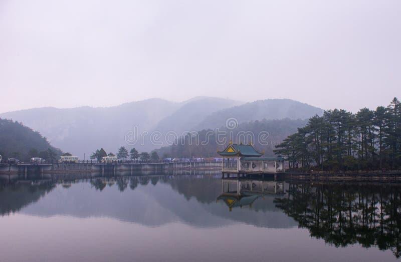 Vatten-och-Moutains av det LuShan landskapet arkivfoton