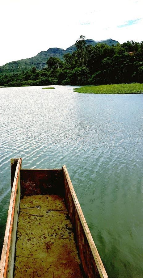 Vatten sjö, picknickställe fotografering för bildbyråer