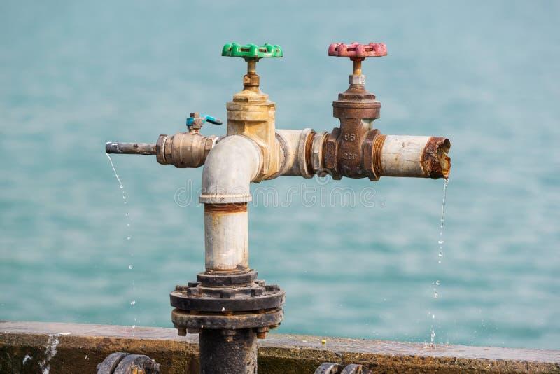 Vatten Som Läckas Från Ventiler Royaltyfria Foton