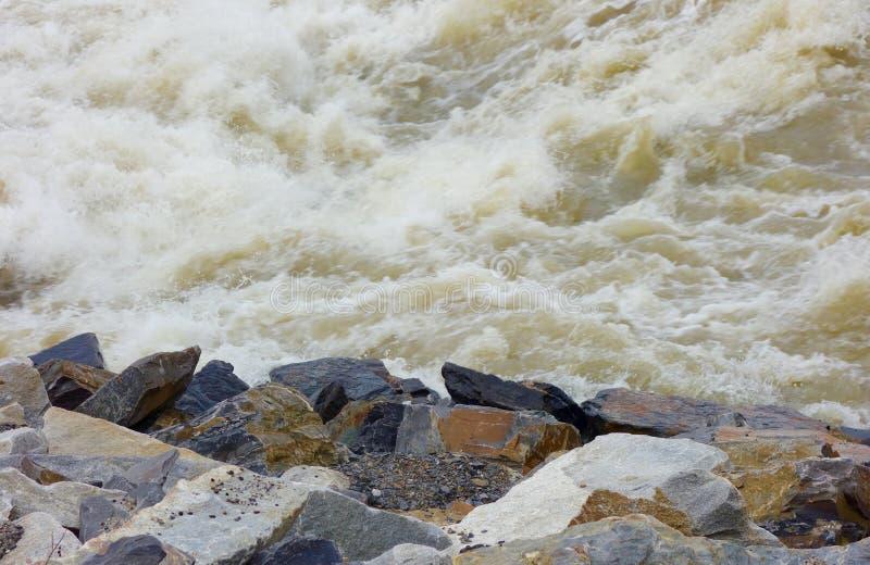 Vatten vaggar farlig osäkerhettumult för fara arkivbilder