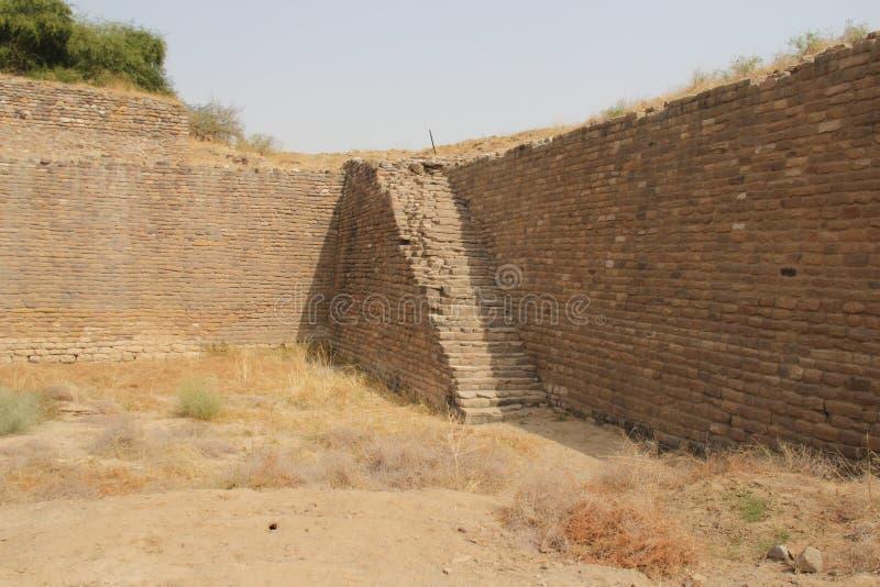 Vattenbehållare av den Harappan civilisationplatsen royaltyfria foton