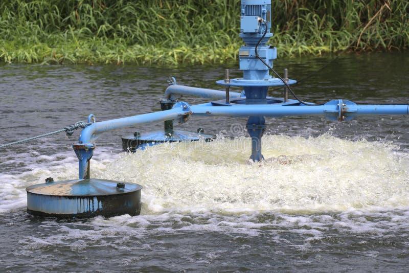 Vattenbehandling, genom att tillfoga syre till vattnet royaltyfria bilder