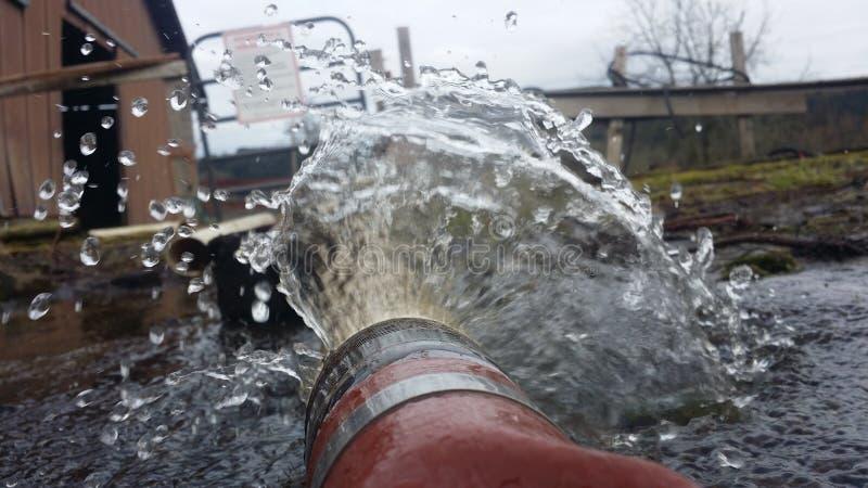 Vattenbristning arkivbild