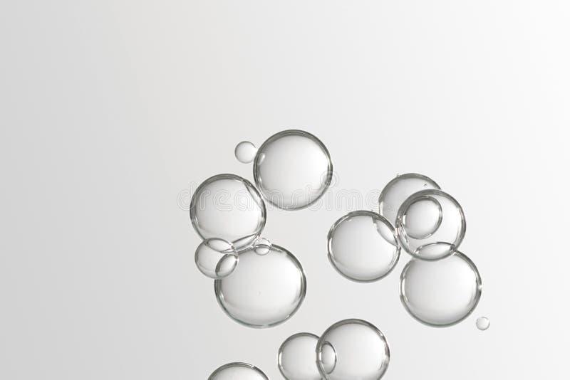 Vattenbubbbles över grå bakgrund royaltyfri foto