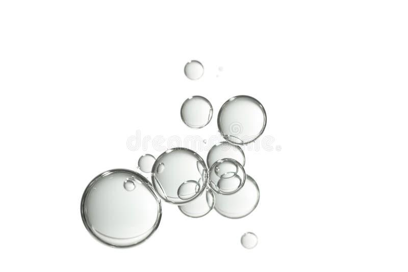 Vattenbubblor i en grupp som isoleras över vit arkivfoton