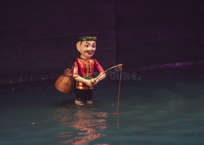 Vattendockafiskare för teatern för Thang den långa vattendocka, Hanoi, Vietnam arkivfoton