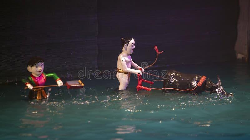 Vattendockaman bak oxar för teatern för Thang den långa vattendocka, Hanoi, Vietnam fotografering för bildbyråer