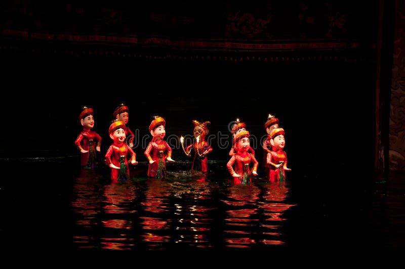Vattendockteaterföreställning i Hanoi Vietnam royaltyfria foton
