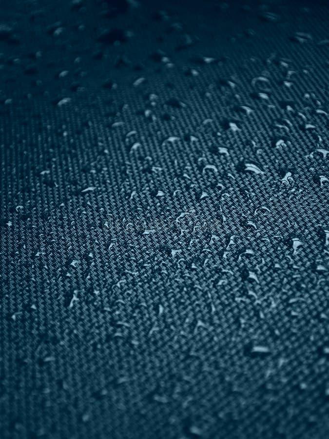 Vattendroppar på tygtextur arkivbilder