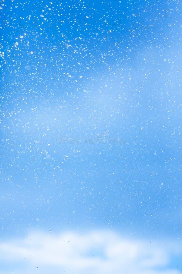 Vattenfärgstänk mot himlen royaltyfri bild