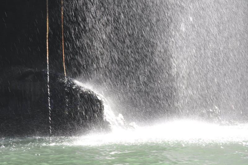 Vattenfärgstänk på floden arkivfoto