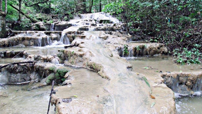 Vattenfall altaret fotografering för bildbyråer