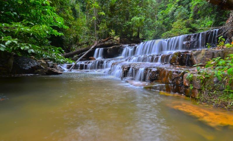 Vattenfall för Atas Pelangi i Pahang, Malaysia arkivfoton