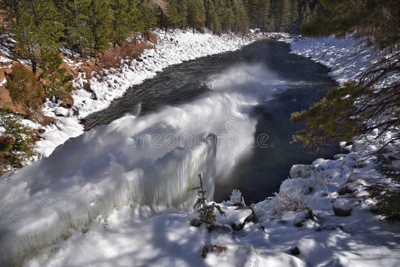 Vattenfall för isskulptur arkivbilder