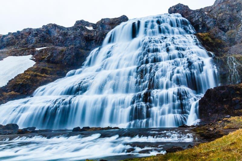 Vattenfall för kaskad för ström för Dynjandi fossmakt, västra fjordar Icelan arkivfoto