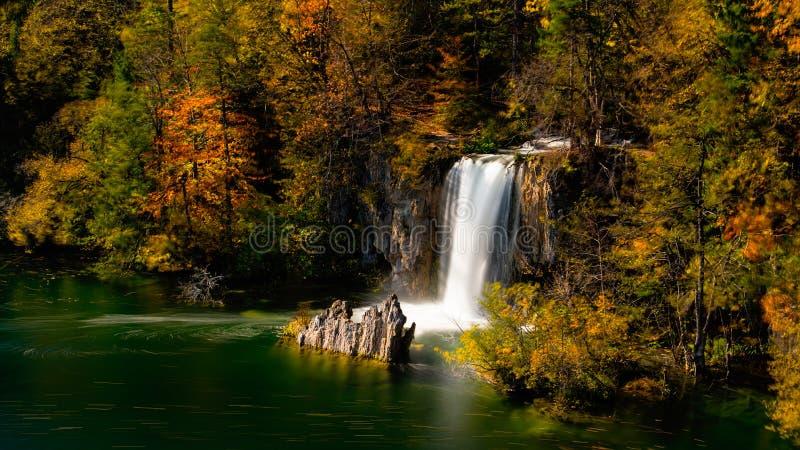 vattenfall för plitvice för croatia lakesnationalpark sostavtsy royaltyfria bilder