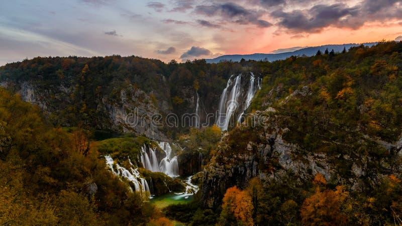 vattenfall för plitvice för croatia lakesnationalpark sostavtsy royaltyfri bild