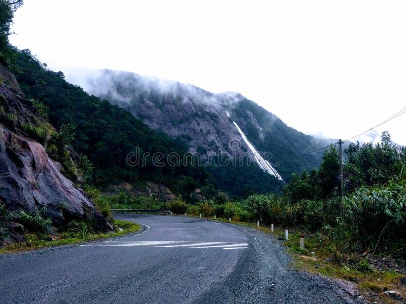 Vattenfall från berget royaltyfri fotografi