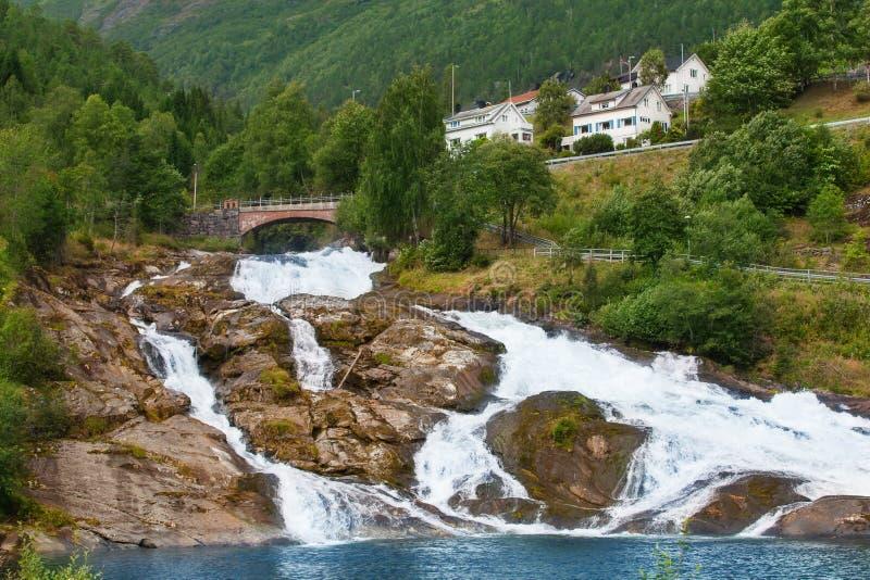 Vattenfall Hellesyltfossen royaltyfri fotografi