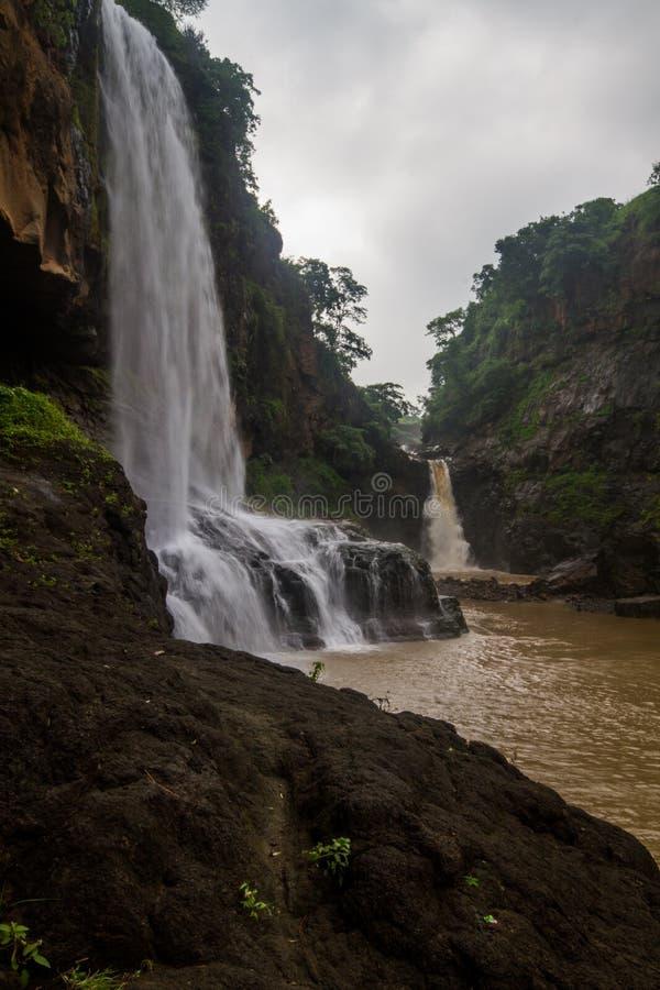 Vattenfall i central indier i monsun fotografering för bildbyråer