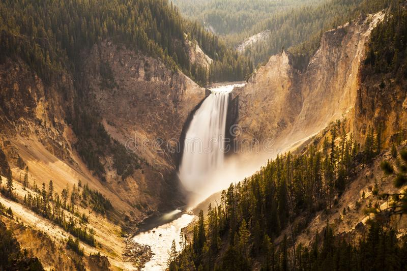 Vattenfall i den Yellowstone nationalparken royaltyfri bild