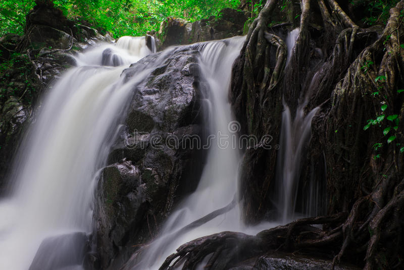 Vattenfall i det löst fotografering för bildbyråer