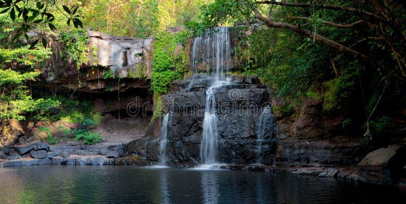 Vattenfall i djungeln, Thailand arkivfoto